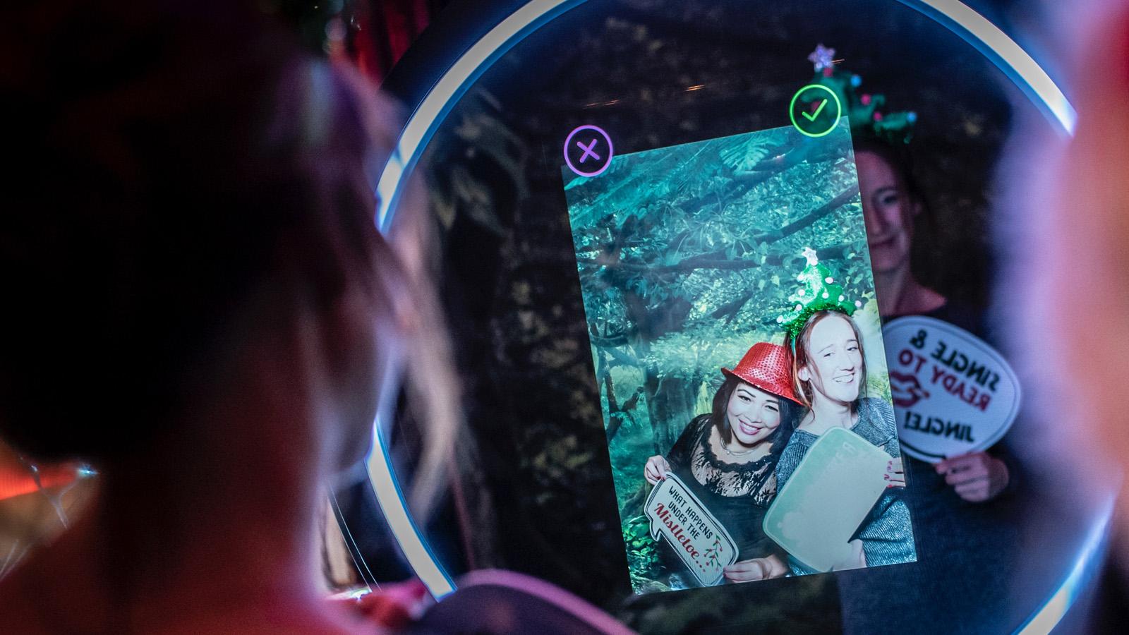 beauty-magic-mirror-photo-booth-rental-12x12-0m